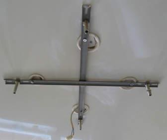 Как повесить люстру на натяжной потолок: обзор вариантов и пошаговый порядок установки