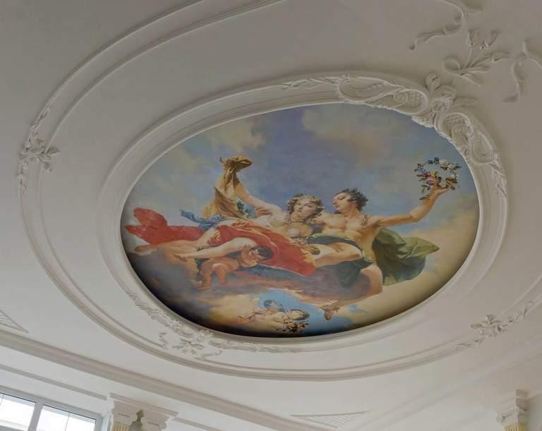 Как и чем декорировать потолок своими руками: 10 идей с примерами на фото